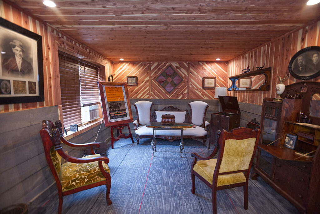 Cold Creek Manor Sitting Room